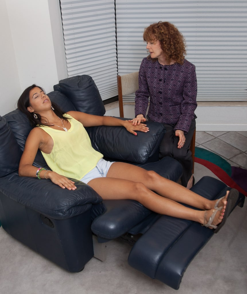 Rena doing hypnosis with client