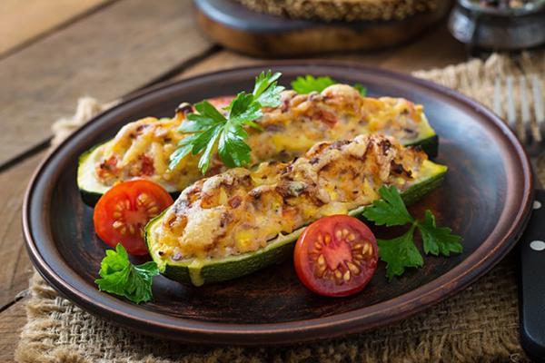 zucchini stuffed with chicken